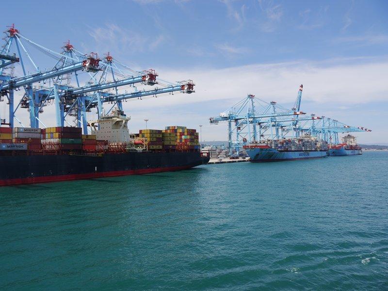 cargo ships algeciras