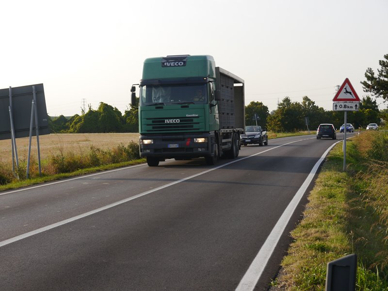 a narrow road in italy with no room to overtake cyclists