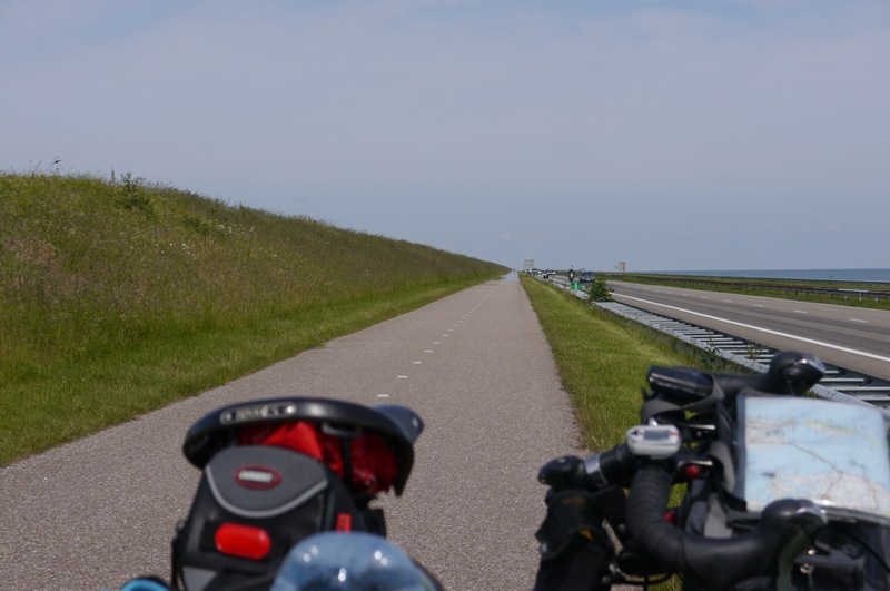 Afsluitdijk. The never ending cycle path.