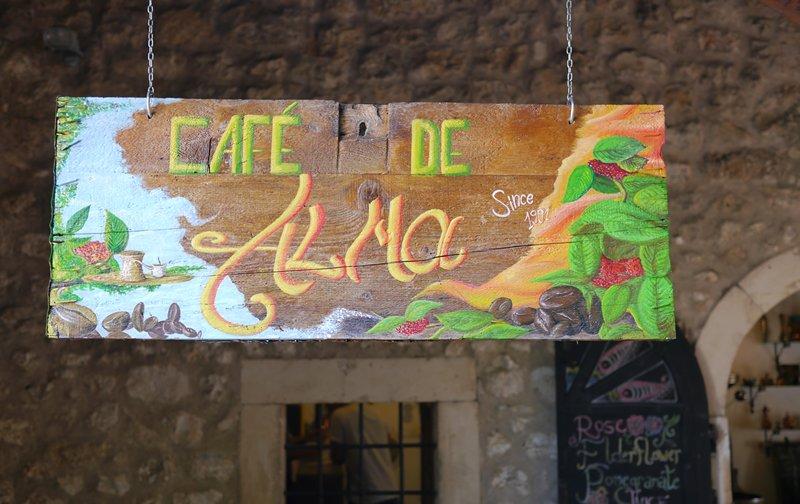 Cafe de Alma sign.