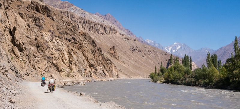 A picture of two super awesome cyclists in the Bartang Valley
