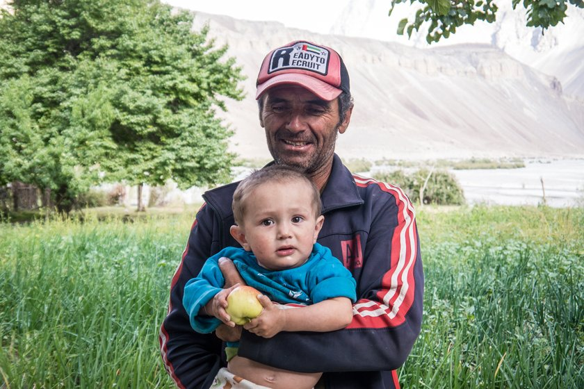A photo of a man and his kid in the Bartang Valley
