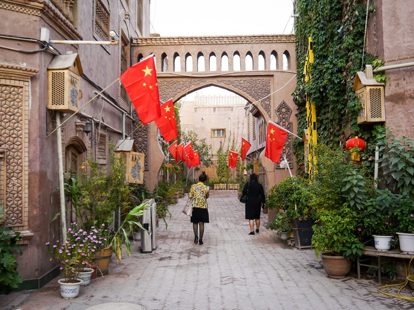 Fake paved roads, concret and Chinese flags in Kashgar